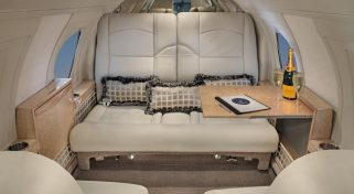 Fly on the Falcon 10 Luxury Jet